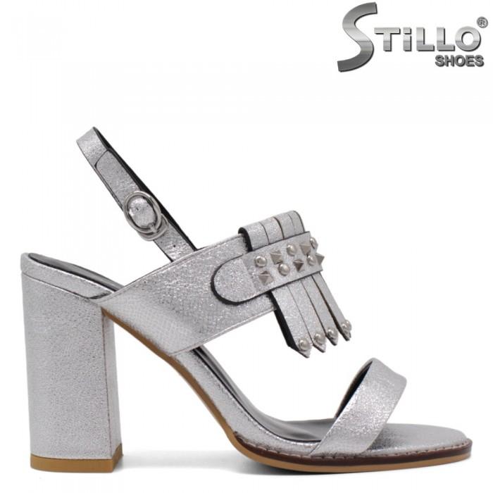 Сребърни сандали с ресни и рапиди на дебел ток - 33128