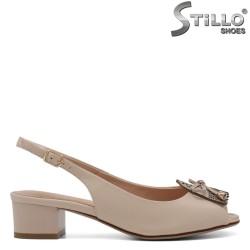 Дамски сандали на нисък дебел ток - 33129