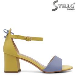 Елегантни сандали в жълто и синьо - 33131