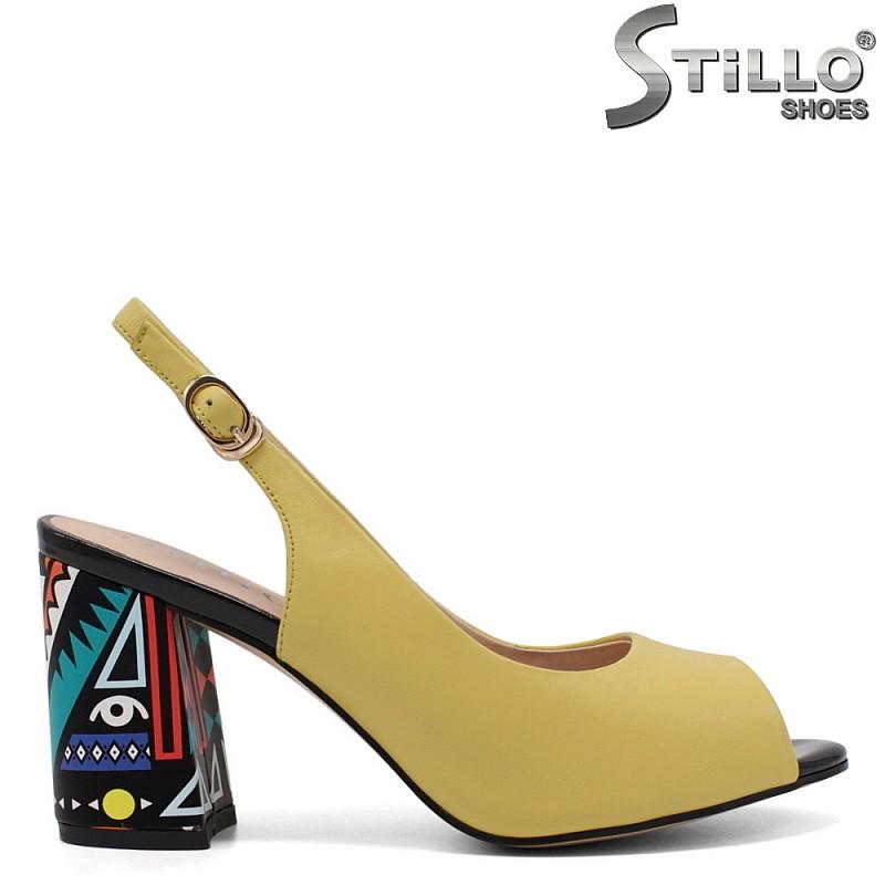 Дамски жълти сандали с шарен ток - 33133