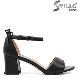 Дамски елегантни сандали на среден ток - 33140