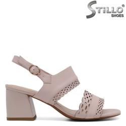 Розови дамски сандали на среден ток - 33150