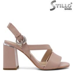 Розови елегантни сандали с катарама - 33151