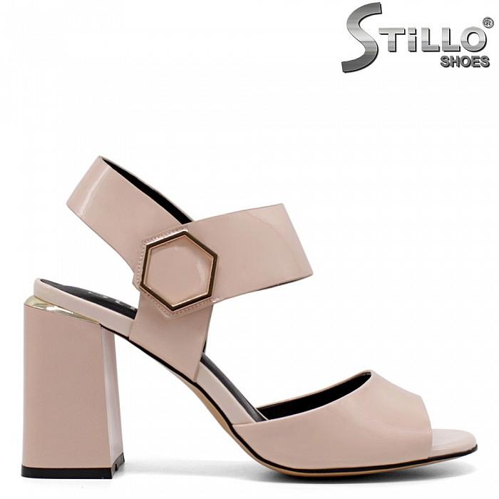 Елегантни лачени сандали в розово на ток - 33153