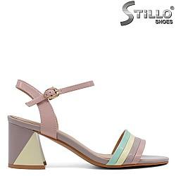 Многоцветни сандали на ток - 33159