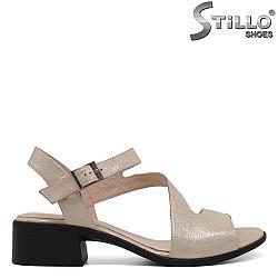 Дамски златисти сандали от естествена кожа - 33175