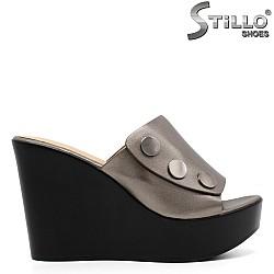 Модни дамски бронзови чехли на платформа - 33182