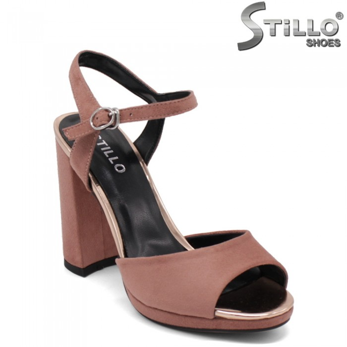Дамски велурени сандали в цвят пепел от рози - 33183