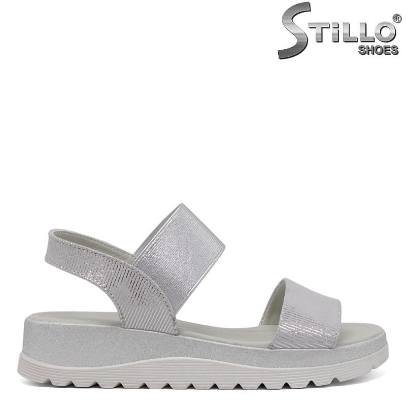 Дамски сребърни сандали на равна платформа - 33187