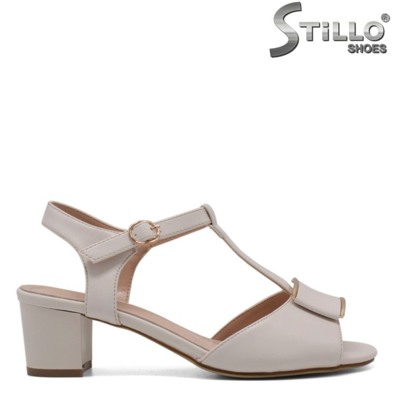 Елегантни сандали в бежов мат - 33204