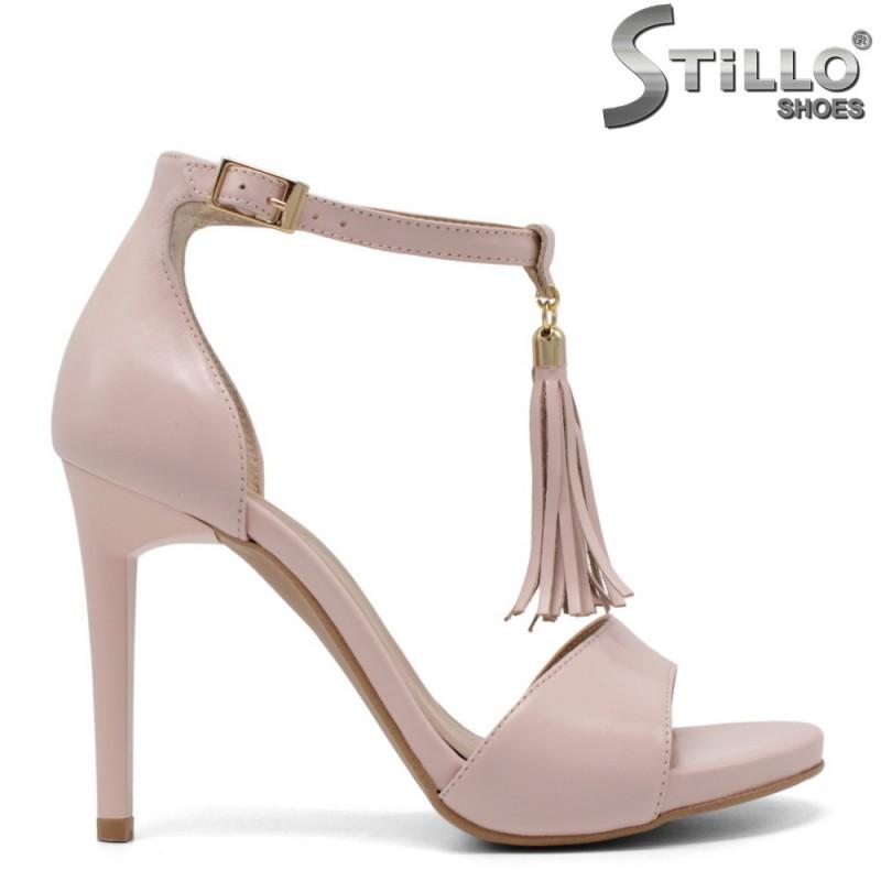 Розови сандали от естествена кожа с пискюл - 33232
