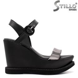 Дамски сандали на висока платформа - 33240