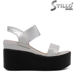 Сребристи сандали на платформа - 33243