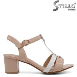 Бежови лачени сандали - 33244
