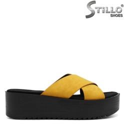 Велурени жълти чехли на платформа - 33252