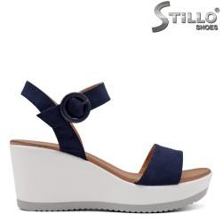 Велурени сини сандали на платформа - 33267