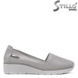 Сребърни дамски обувки с перфорация - 33271