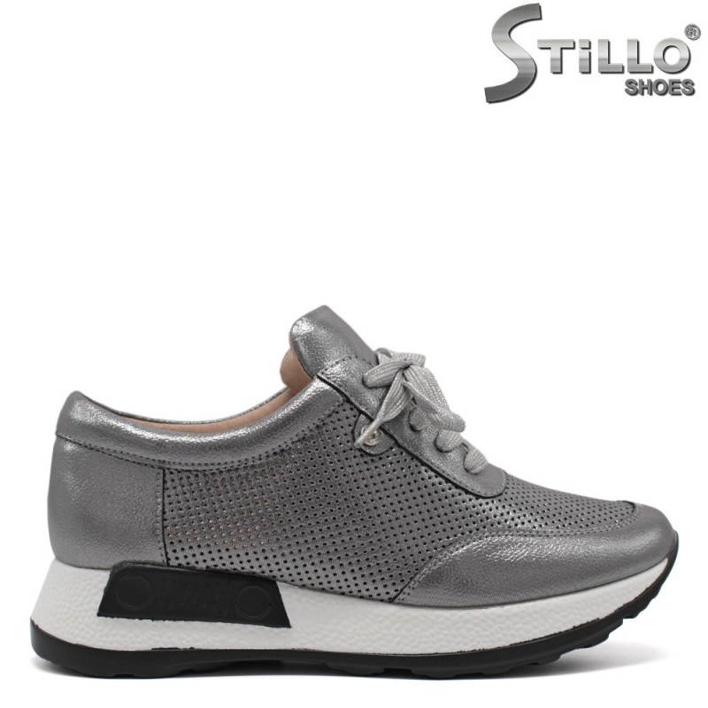 Бронзови спортни обувки в връзки - 33275