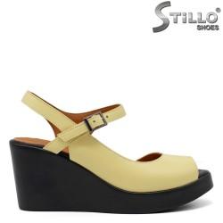 Асиметрични жълти сандали на платформа - 33276