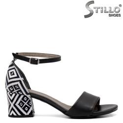 Черни сандали на ток с етно мотиви - 33277