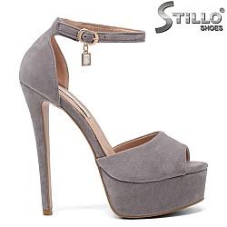 Велурени сандали на платформа с висок ток - 33278