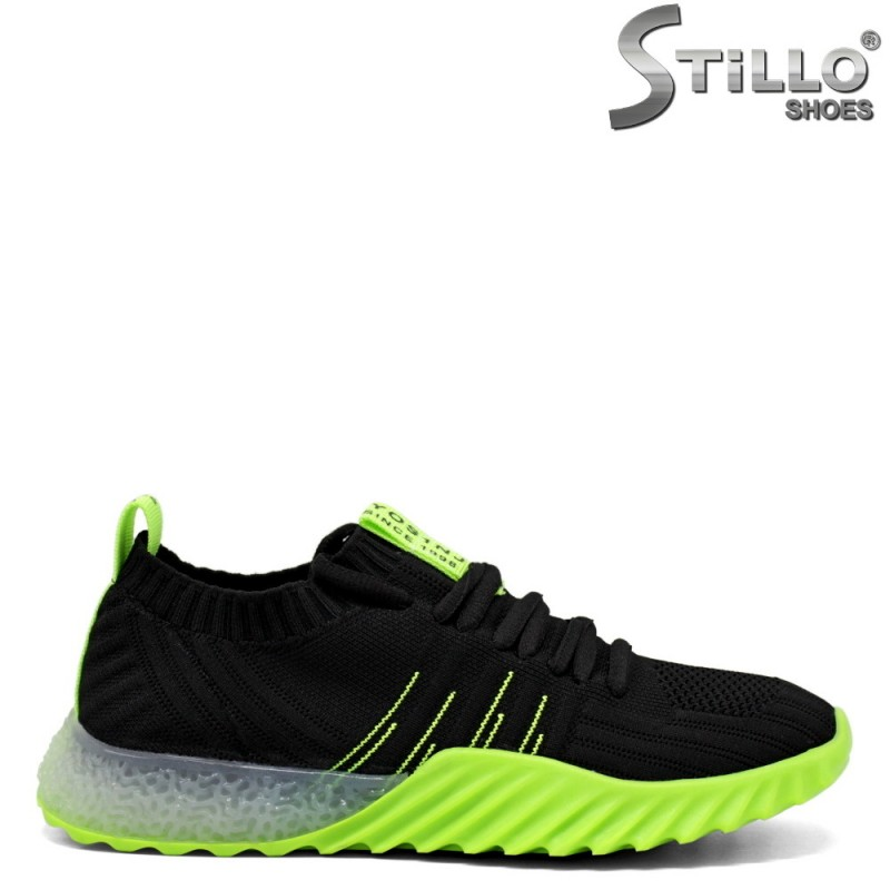 Дамски маратонки в черно и неоново зелено - 33281