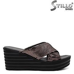 Дамски чехли на платформа с кръстоска - 33293