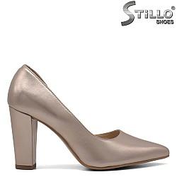 Златисти обувки на висок ток естествена кожа - 33082
