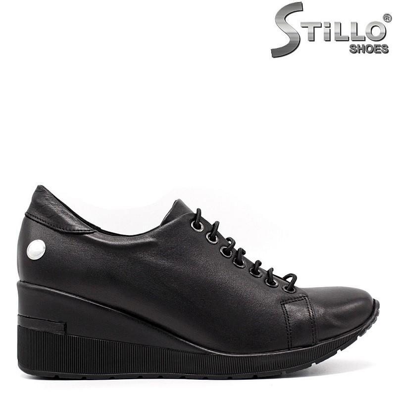 Дамски обувки на платформа с връзки - 33350