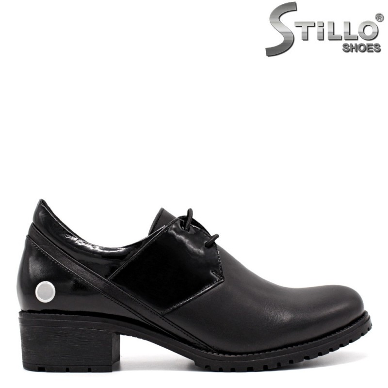 Обувки от естествена кожа и черен лак - 33351
