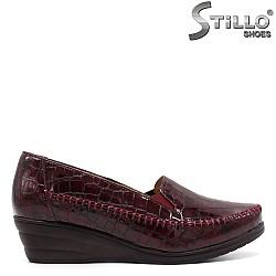 Дамски обувки в бордо кроко лак - 33360