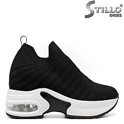Спортни обувки на платформа - 33400