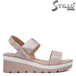 Розови сандали на платформа - 33300