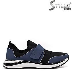 Сини спортни обувки с лепка - 33410