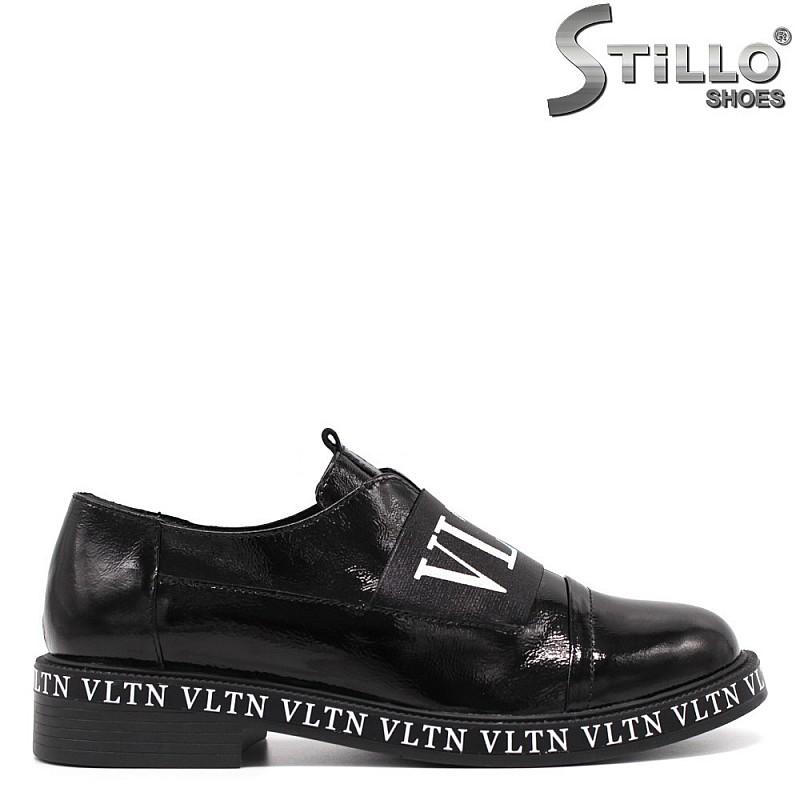 Модерни есенни обувки в черен лак - 33466