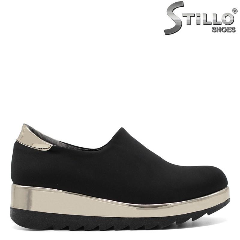 Спортни обувки в черен стреч на равно ходило - 33476