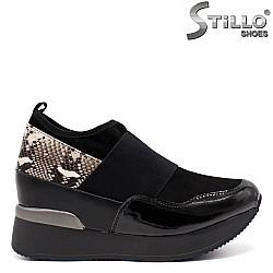 Спортни обувки със змийска щампа на платформа - 33519