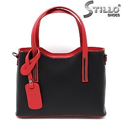 Дамска чанта от черна кожа с червени дръжки - 33576