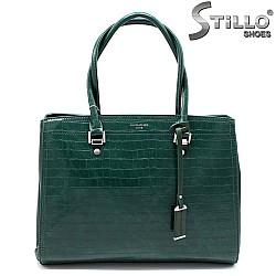 Дамска чанта в зелен цвят с кроко щампа - 33586