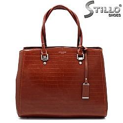 Красива дамска чанта в кафяв цвят - 33588