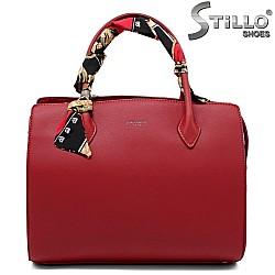 Червена дамска чанта с шалче на дръжката - 33591