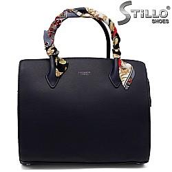 Тъмносиня чанта с шарено шалче - 33593