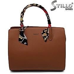 Стилна чанта цвят камел с шалче - 33594