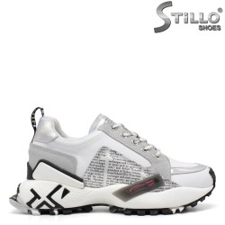 Дамски маратонки в бяло и сиво - 33598