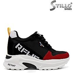 Спортни обувки в черно и червено с надпис - 33604