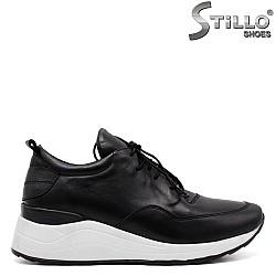 Спортни дамски обувки в черна естествена кожа - 33608