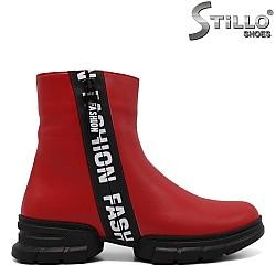 Червени кожени боти с бял надпис - 33619