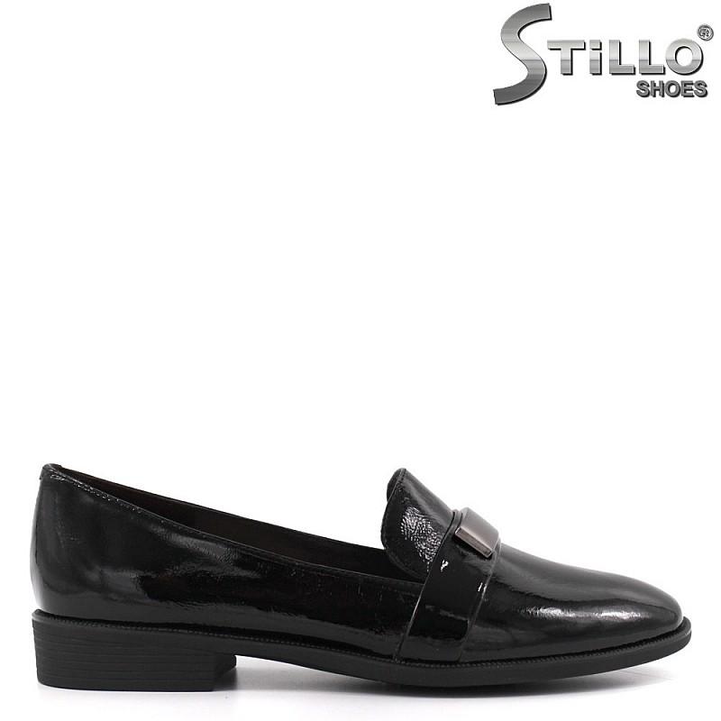 Обувки от естествен лак с метална пластина - 33643