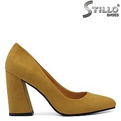 Дамски велурени обувки цвят горчица - 33644