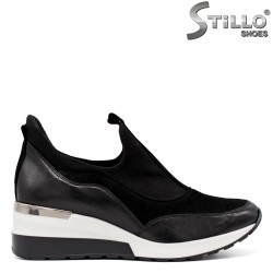 Дамски спортни обувки на ниска платформа - 33682